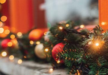 Χριστούγεννα στο σπίτι: Δημιούργησε την πιο εορταστική εξωτερική διακόσμηση!